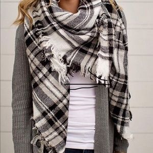 ModCloth Blanket Scarf Black and White